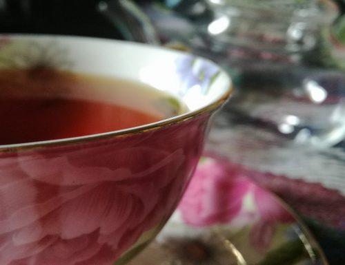 3 consigli di libri per scoprire il mondo del tè