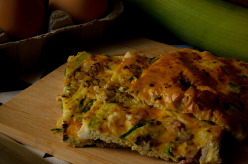 Frittata al forno con funghi, porri, zucchine e pancetta