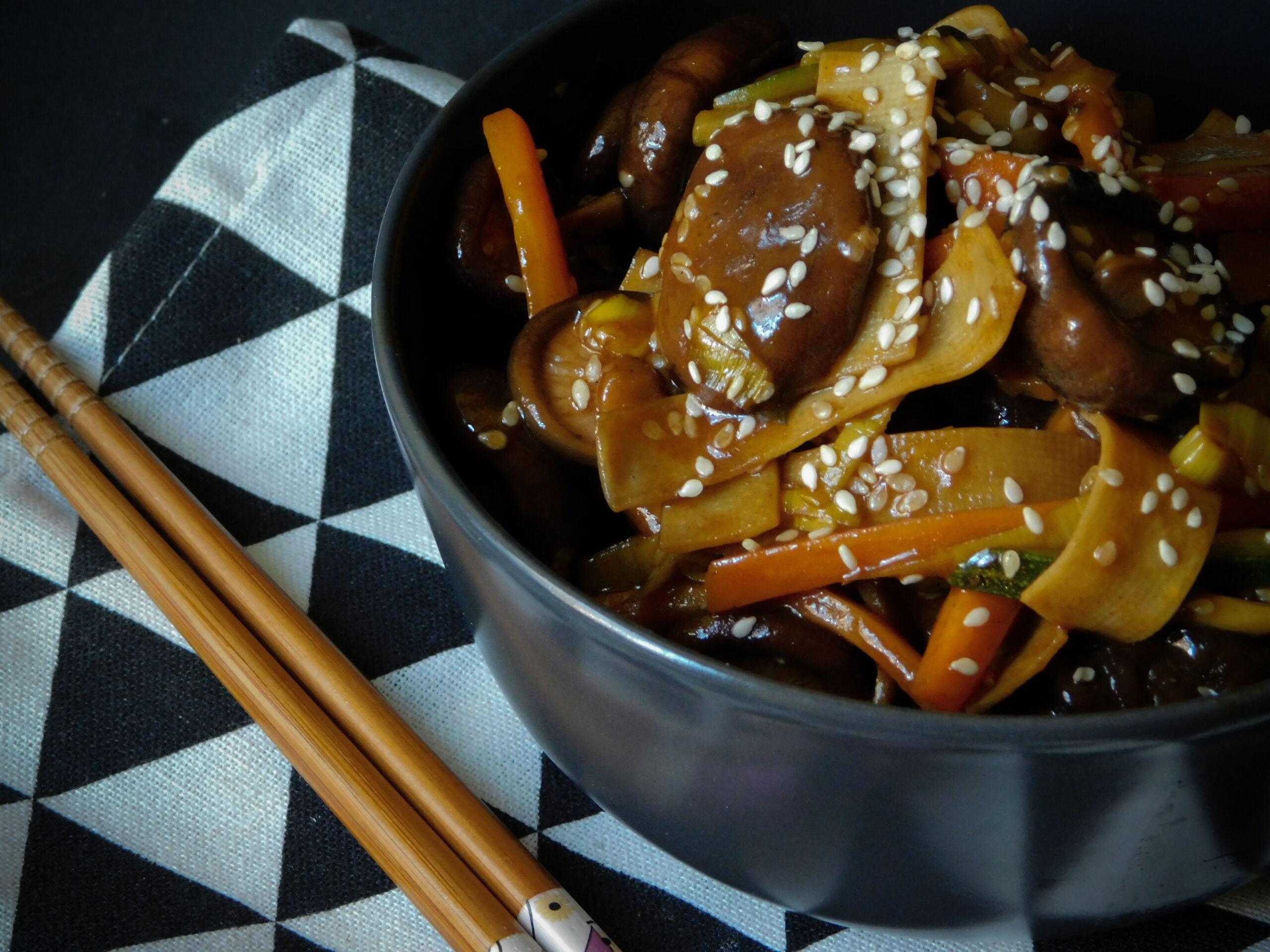 Shiitake saltati con verdure e tofu