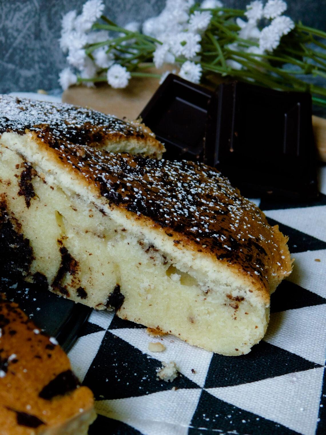 Torta con farina di riso, cocco e cioccolato fondente
