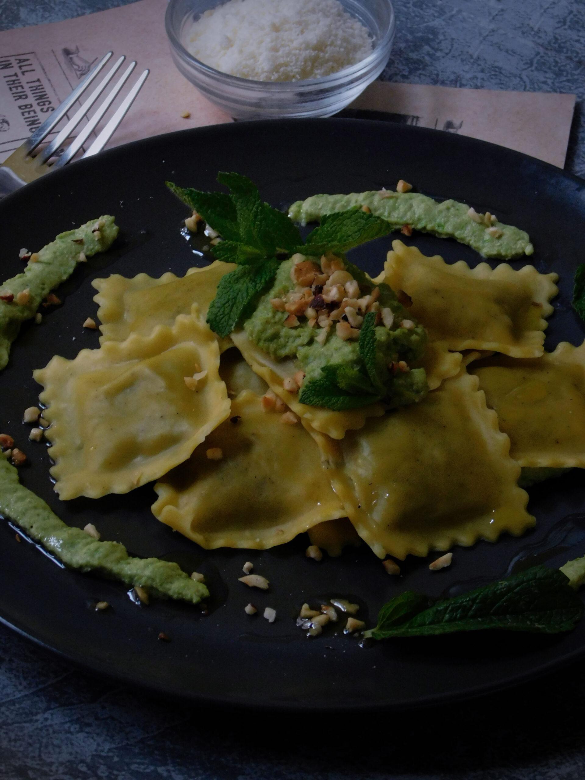 Ravioloni Baccalà e olive con crema di pisellini