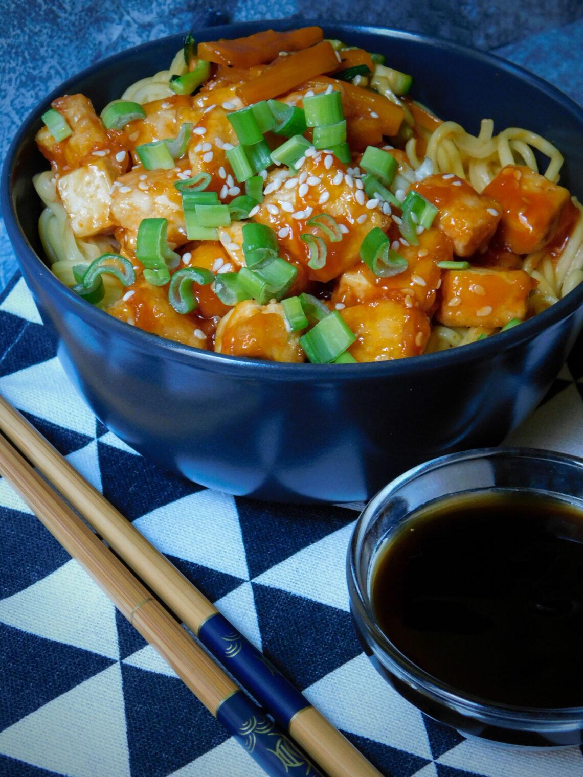 Tofu in agrodolce con verdure e Yu-Meng noodles