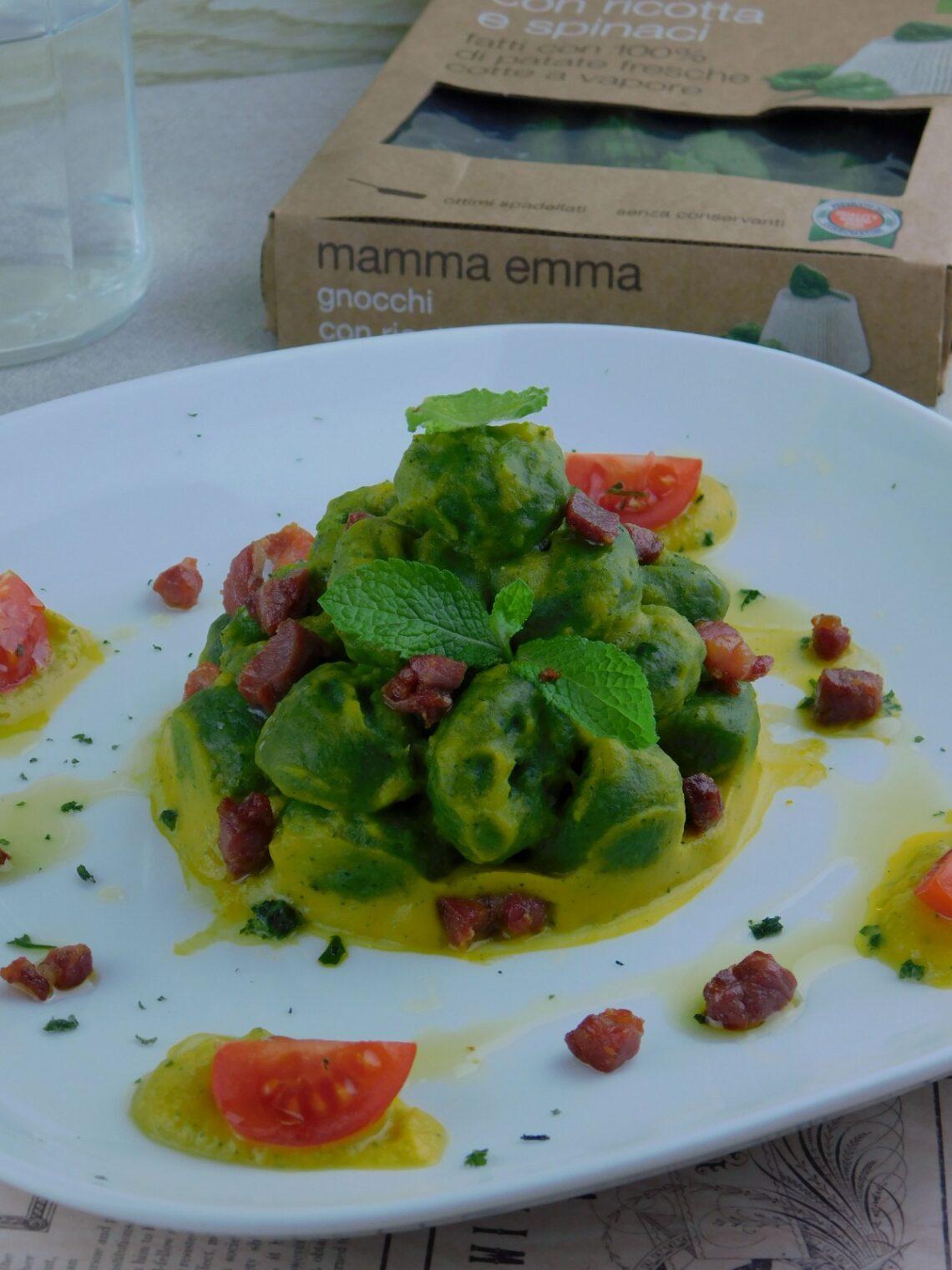 Gnocchi con ripieno di ricotta e spinaci con crema di verdure e pancetta croccante