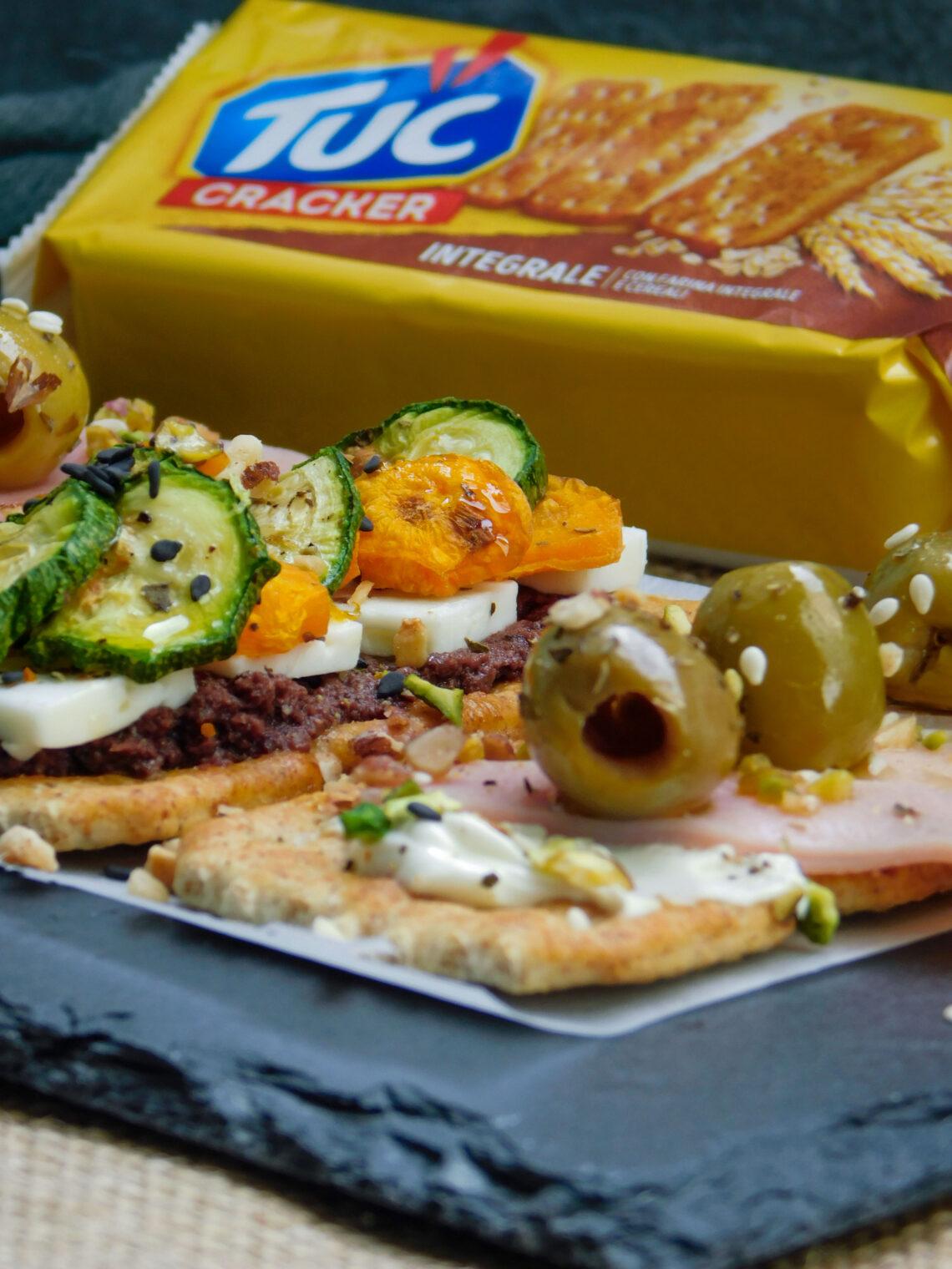 Tuc Cracker sfiziosi al patè di olive taggiasche e crema spalmabile di pecora