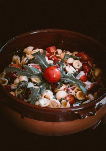 Orecchiette con rucola, pomodorini e cacioricotta fresca