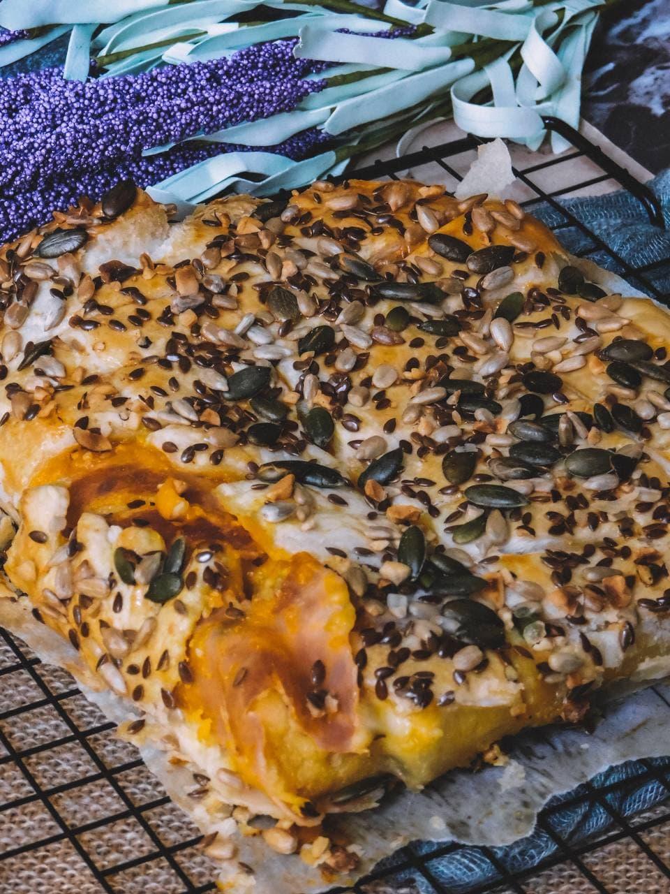 Rustico con zucca, polenta con funghi porcini alla trentina, prosciutto cotto e Emmental